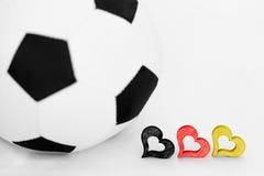 Fußball und drei Herzen Lizenzfreie Stockfotografie