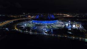 2018 Fußball-Weltmeisterschaft, Stadion Russlands, St Petersburg, St Petersburg, Nacht, Antennen stock video