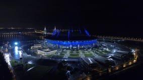 2018 Fußball-Weltmeisterschaft, Stadion Russlands, St Petersburg, St Petersburg, Nacht, Antennen stock video footage