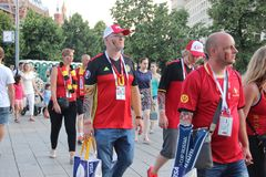 Fußballfane auf den Straßen von Moskau stockbilder