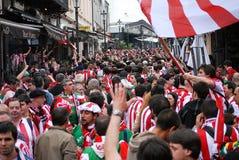 Fußballfane auf Straßen Lizenzfreies Stockbild