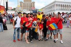 Fußballfane aus verschiedenen Ländern haben Spaß Lizenzfreies Stockbild