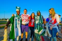 Fußballfansupport - teams auf den Straßen der Stadt am Tag des Matches zwischen Kroatien und Nigeria Lizenzfreie Stockfotografie