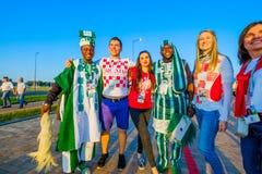 Fußballfansupport - teams auf den Straßen der Stadt am Tag des Matches zwischen Kroatien und Nigeria Lizenzfreie Stockfotos