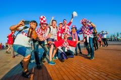 Fußballfansupport - teams auf den Straßen der Stadt am Tag des Matches zwischen Kroatien und Nigeria Lizenzfreies Stockfoto