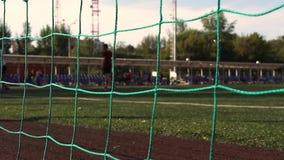 Fußballfeld mit Toren, Fußballspiel stock footage