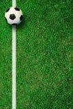 Fußballfußballplatz am Stadion lizenzfreie stockbilder