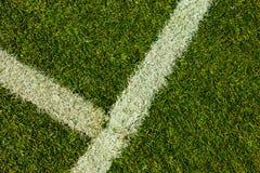 Fußballgerichtsneigungsgras-Angelnahaufnahme lizenzfreies stockbild