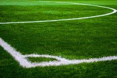 Fußballgerichtsneigungsgras-Angelnahaufnahme lizenzfreie stockbilder