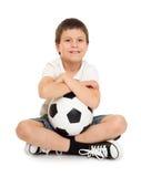 Fußballjungenstudio lokalisiert Lizenzfreie Stockfotografie
