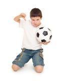 Fußballjungenstudio lokalisiert Lizenzfreie Stockbilder