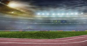 Fußballkugel auf dem Feld des Stadions Stockbilder