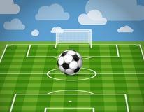 Fußballkugel, die auf dem Gras liegt Stockbild