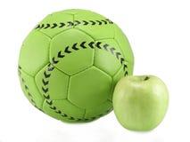 Fußballkugel und -apfel Lizenzfreies Stockbild