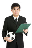 Fußballmanager mit Fußball und tactcial Brett Lizenzfreie Stockfotos