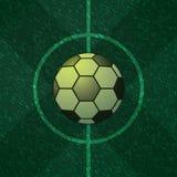 Fußballmitte des grünen Feldes Stockfotografie