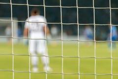 Fußballnetz während eines Fußballmachs Stockfotografie