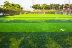 Fußballplatz des frühen Morgens lizenzfreie stockfotografie