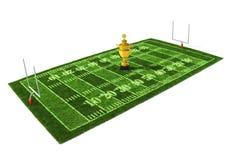 Fußballplatz die goldene Trophäe auf der Mitte Stockfotografie