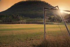 Fußballplatz im ländlichen Stockfotos