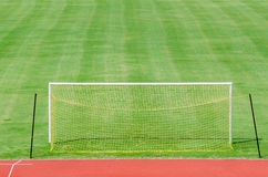 Fußballplatz mit Gatter Stockbild