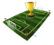 Fußballplatz mit goldener Trophäe auf Mitte Stockbilder