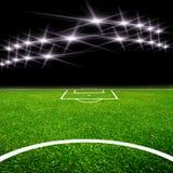 Fußballplatz mit Leuchte Lizenzfreie Stockfotografie