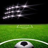 Fußballplatz mit Leuchte Stockfoto