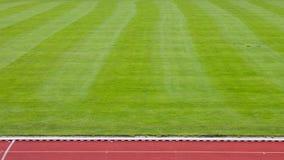 Fußballplatz und Laufbahn in einem Stadion Stockfoto