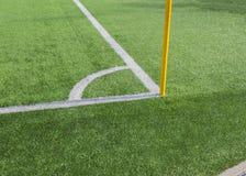 Fußballplatzecke mit Flagge Lizenzfreie Stockbilder