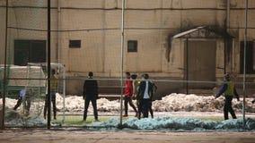 Fußballpraxisjungen-Sportschule stock footage