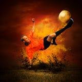 Fußballspieler in den Feuern Stockfotografie