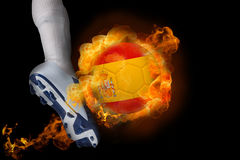 Fußballspieler, der Ball Flammens Spanien tritt Stockbild