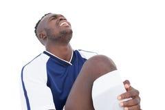 Fußballspieler, der in den Schmerz schreit Stockbild
