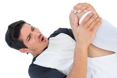 Fußballspieler, der sich hinlegt und in den Schmerz schreit Stockfoto