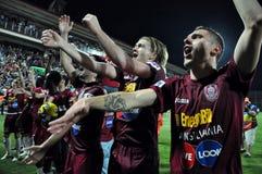 Fußballspieler, die einen Liga-Titel feiern Stockfotos