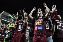 Fußballspieler, die einen Liga-Titel feiern Stockbild