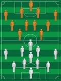 Fußballspieler im Fußballplatz Lizenzfreies Stockfoto