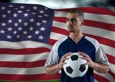 Fußballspieler mit Ball auf seiner Hand auf dem Gebiet vor einer Flagge Lizenzfreie Stockbilder