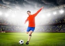 Fußballspieler mit Kugel Stockfoto