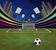 Fußballstadion mit ausführlichem Torpfosten, Feld und Tribünen lizenzfreies stockfoto