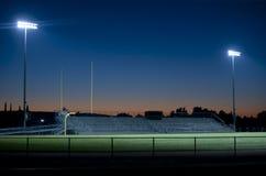 Fußballstadion nachts Stockfotos