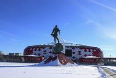 Fußballstadion Spartak Opening-Arena und ein Monument zum Gladiator Spartacus Stockfotografie