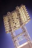 Fußballstadionscheinwerfer Stockbild