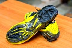 Fußballstiefel. Fußballstiefel, gelbe Farbe Stockfoto