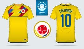 Fußballtrikot oder Fußballausrüstungsschablonendesign für nationales Fußballteam Kolumbiens Vordere und hintere Ansichtfußballuni Stockfotografie