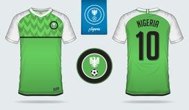 Fußballtrikot oder Fußballausrüstungsschablonendesign für nationales Fußballteam Nigerias Vordere und hintere Ansichtfußballunifo Stockbilder
