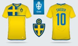 Fußballtrikot oder Fußballausrüstungsschablonendesign für nationales Fußballteam Schwedens Vordere und hintere Ansichtfußballunif Stockbilder