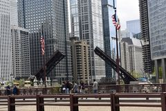 Fußgängerübergang-Michigan-Alleen-Brücke Lizenzfreie Stockbilder
