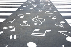 Fußgängerübergang und Anmerkungen Stockfotos
